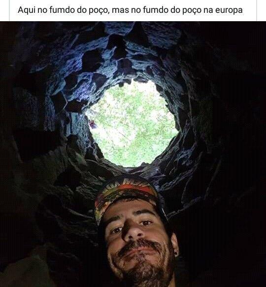 Imagem mostrando um rapaz no fundo do poço