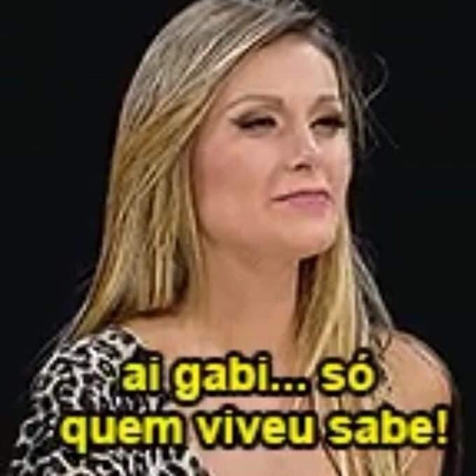 Frame de entrevista de Andressa Urach a Marília Gabriela na qual diz a frase Ai, Gabi, só quem viveu saber