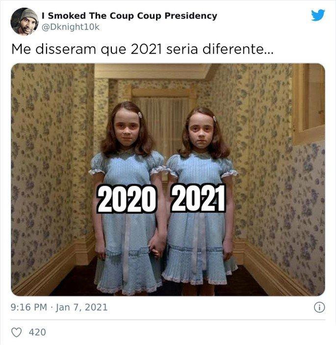 Gêmeas do filme O Iluminado representando a diferença entre os anos de 2020 e 2021