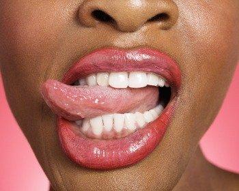 Bater com a língua nos dentes