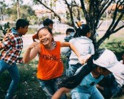 21 brincadeiras antigas para as crianças se divertirem
