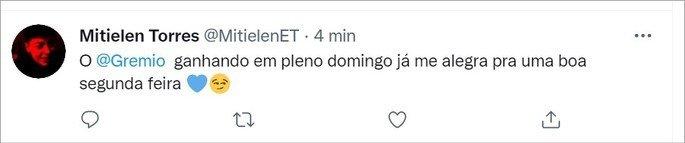 Tweet que usa emoji de coração azul