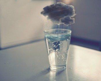 Fazer tempestade num copo d'água